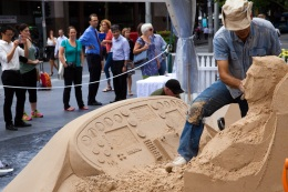 Dennis working on a sculpture commissioned by Qantas. Source: http://sandinyoureyes.com
